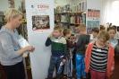 Czytamy sobie w bibliotece w Raszówce_16