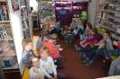 Czytamy sobie w bibliotece w Raszówce_10