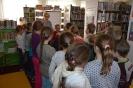 Czytamy sobie w bibliotece w Raszówce_4