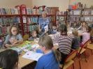 Gwarnie i kolorowo podczs ferii w bibliotece w Miłoradzicach_11