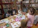 Gwarnie i kolorowo podczs ferii w bibliotece w Miłoradzicach_12
