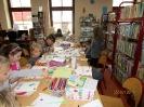 Gwarnie i kolorowo podczs ferii w bibliotece w Miłoradzicach_16