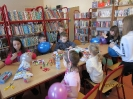 Gwarnie i kolorowo podczs ferii w bibliotece w Miłoradzicach_19