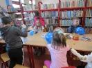 Gwarnie i kolorowo podczs ferii w bibliotece w Miłoradzicach_20