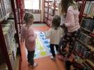 Gwarnie i kolorowo podczs ferii w bibliotece w Miłoradzicach_9