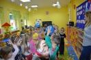 Amator miodku i mieszkaniec Stumilowego Lasu odwiedza przedszkolaki_3