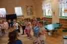 Amator miodku i mieszkaniec Stumilowego Lasu odwiedza przedszkolaki_9