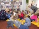 Mali czytelnicy poznają bibliotekę_3