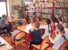 Teatrzyk Kamishibai w bibliotece w Miłoradzicach_1